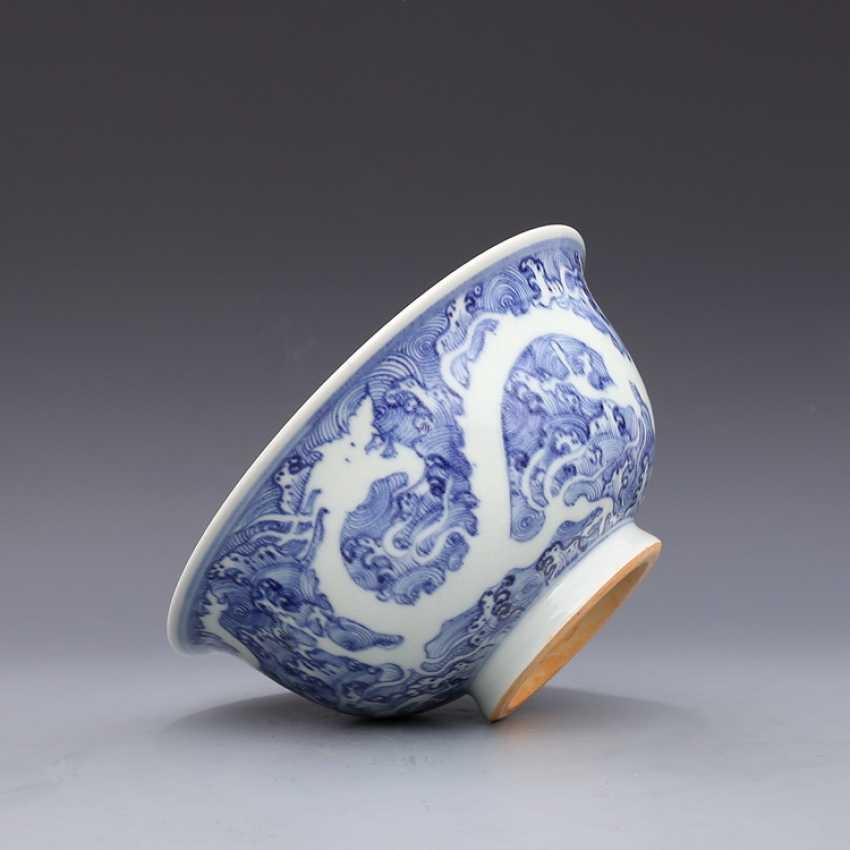 Ming Dynasty blue and white porcelain sea water double dragon bowl - photo 11