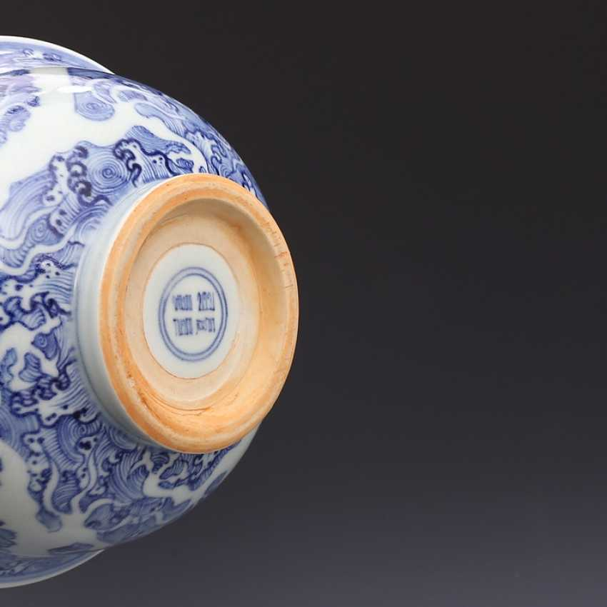 Ming Dynasty blue and white porcelain sea water double dragon bowl - photo 13