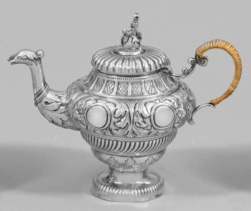 Маленький заварной чайник в стиле барокко - фото 1