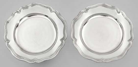 Пара придворной серебряной тарелке - фото 1