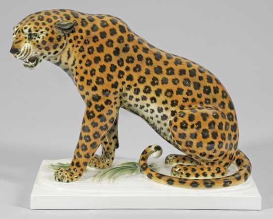 Сидящий Леопард - фото 1