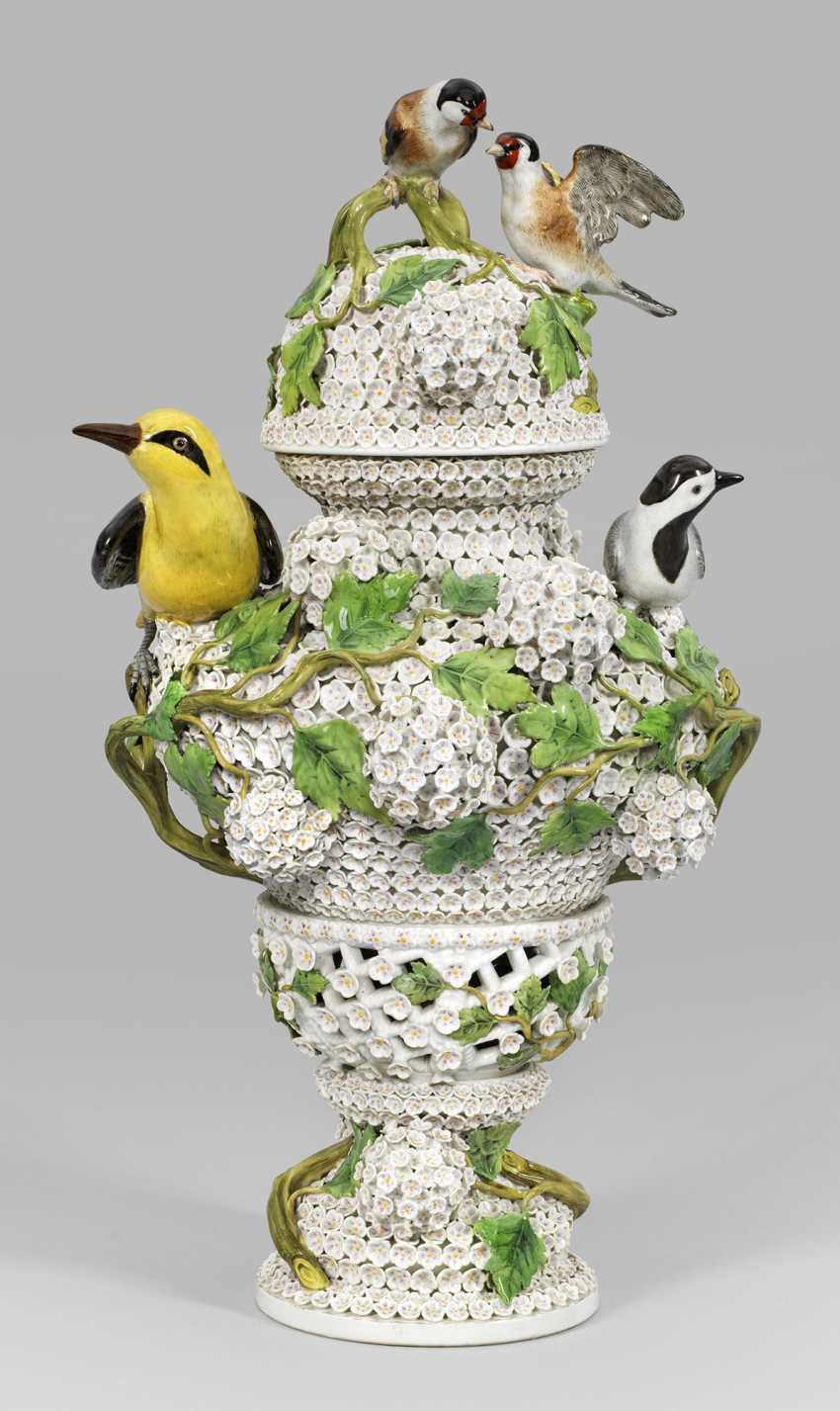 Броскость снежок ваза с декором - фото 1