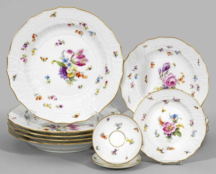 Тарелки-набор с цветочным декором из столовые сервизы - фото 1