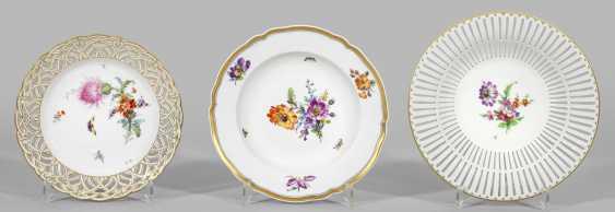 Zierschale и две тарелки с цветочным декором - фото 1