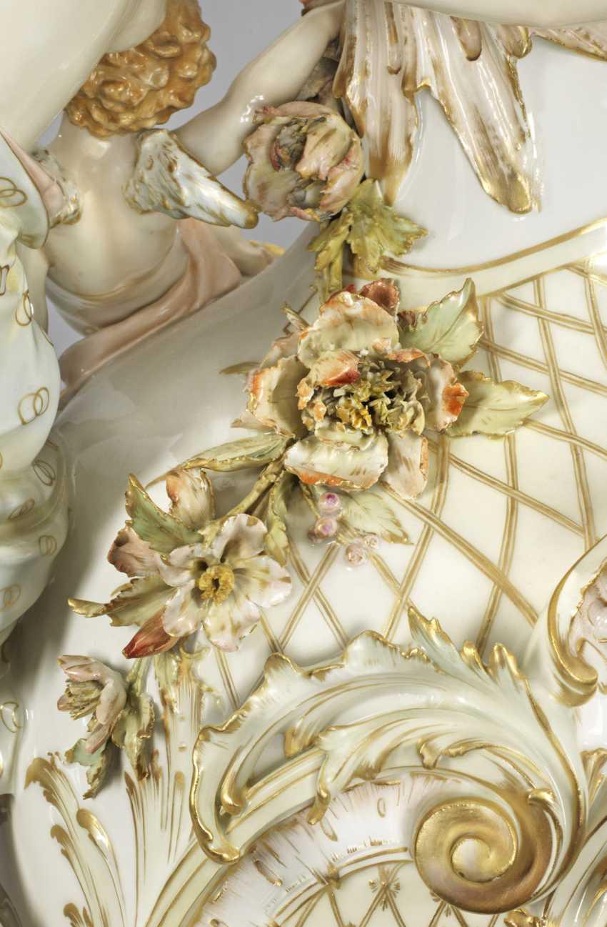 Монументальные помпой кувшин с богатым пластическим декором - фото 4