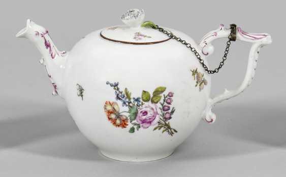 Небольшой чайник с цветочным декором - фото 1