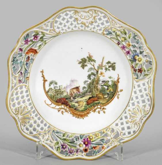Десертная тарелка из редких охотничьих услуг - фото 1
