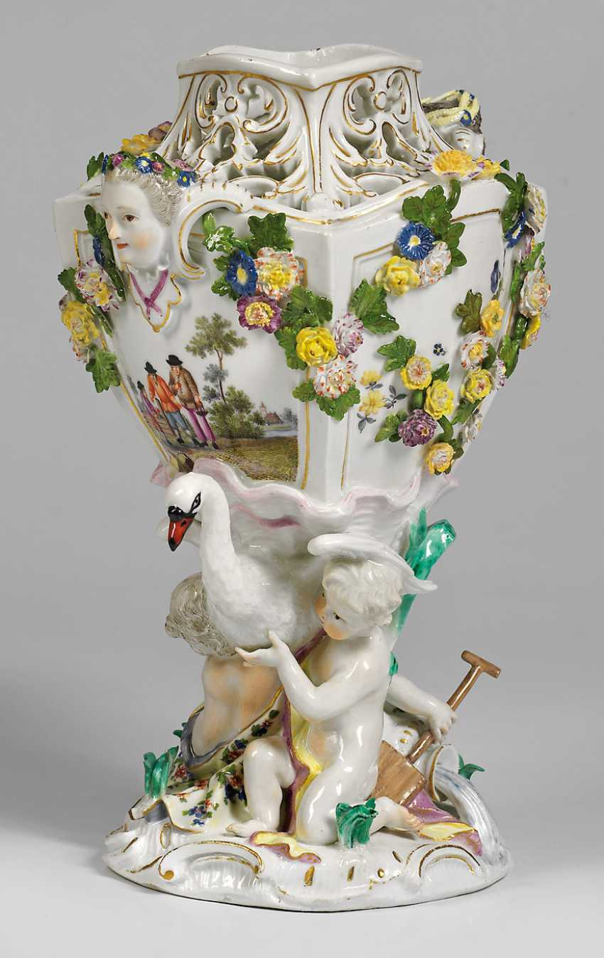 Table decoration with Swan and three cupids - photo 1