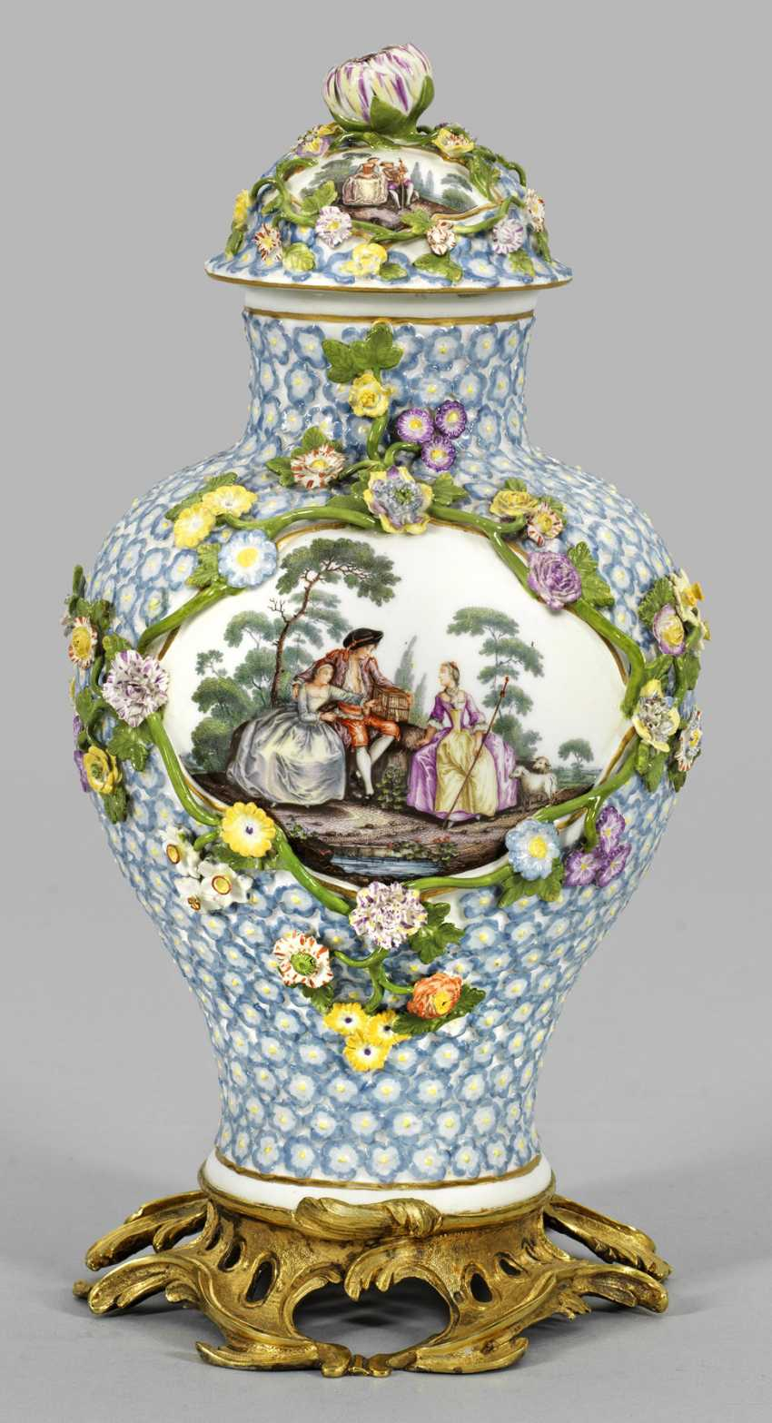 Роскошная ваза с крышкой Незабудка-Декор - фото 1