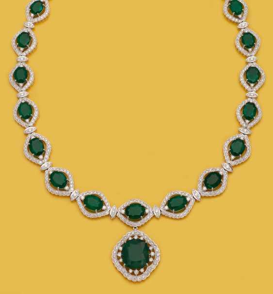 Великолепный драгоценный камень ожерелье с изумрудами - фото 1