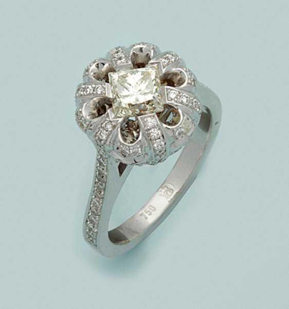 Шикарное кольцо с бриллиантом в Ajour - фото 1