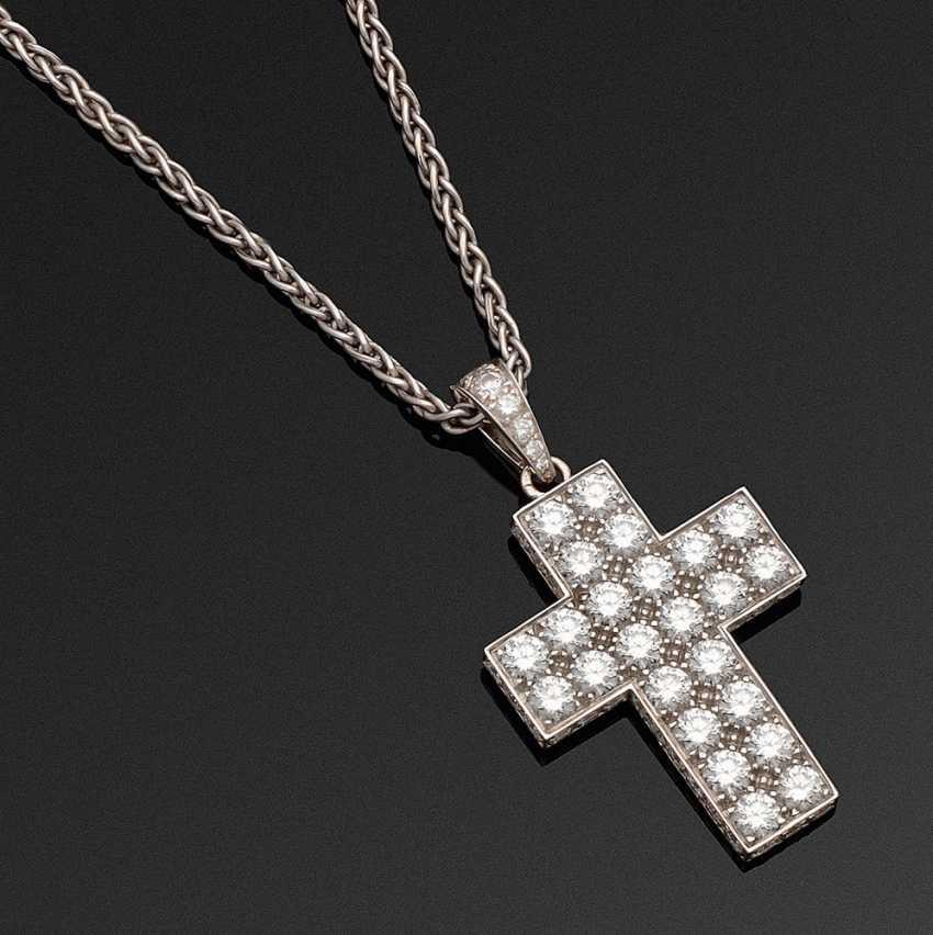 Классический крест кулон с бриллиантами от Картье - фото 1
