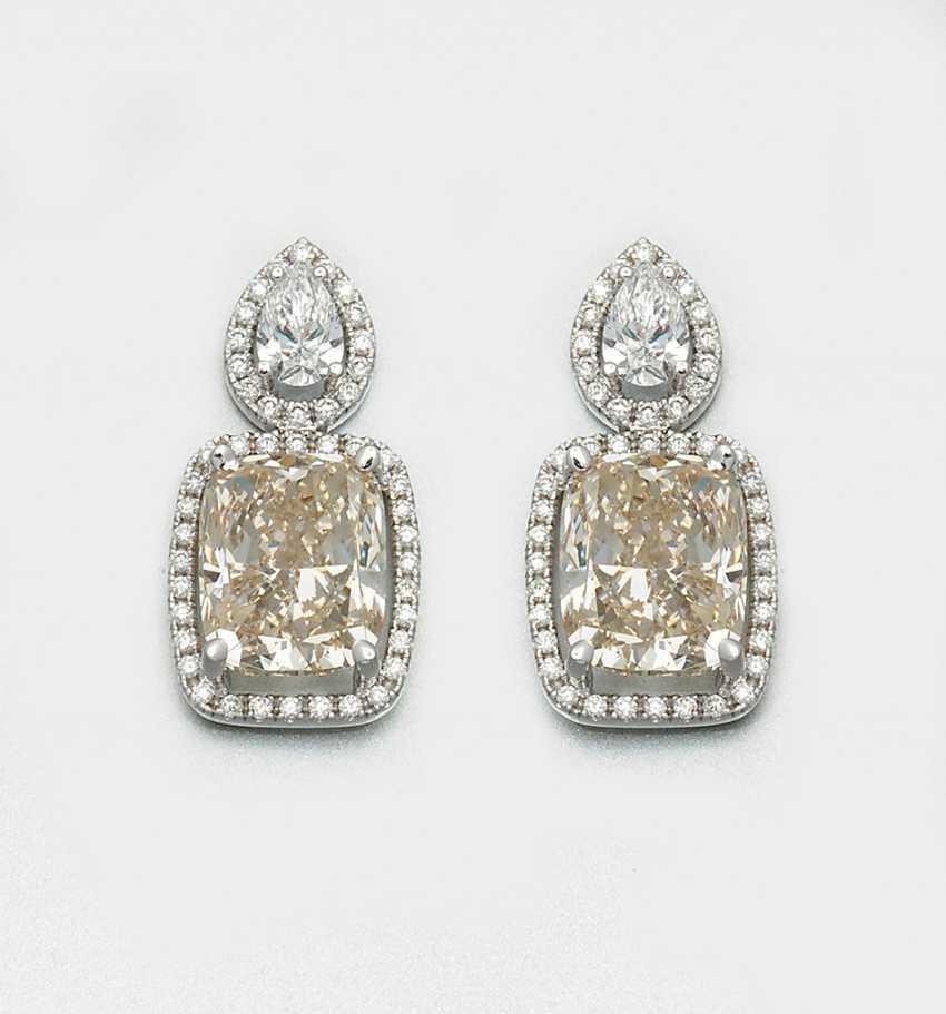 Пара громких бриллиантовые серьги - фото 1