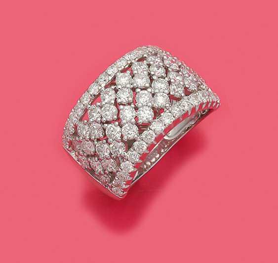Шикарная лента кольцо с бриллиантовой отделкой - фото 1