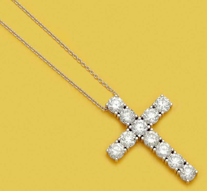 Большой крест кулон с бриллиантовой отделкой - фото 1
