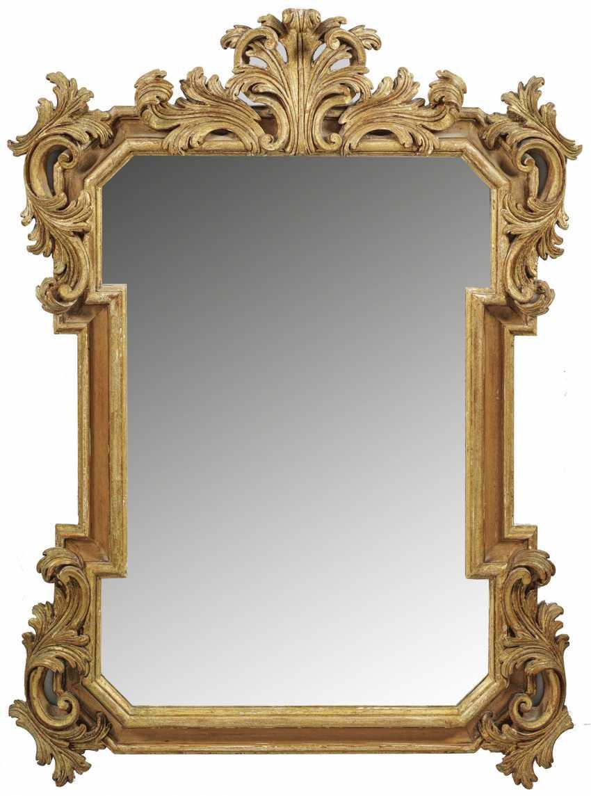 Настенное зеркало в стиле барокко - фото 1