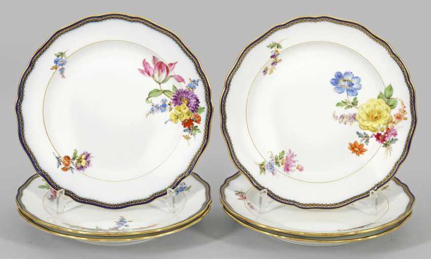 Шесть обеденных тарелок с цветочным декором - фото 1