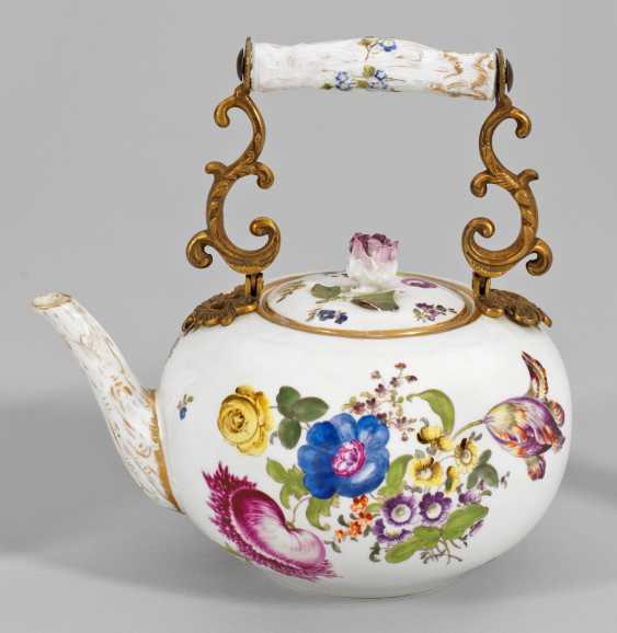 """Большой чайник с декором """"немецкая цветок"""" - фото 1"""