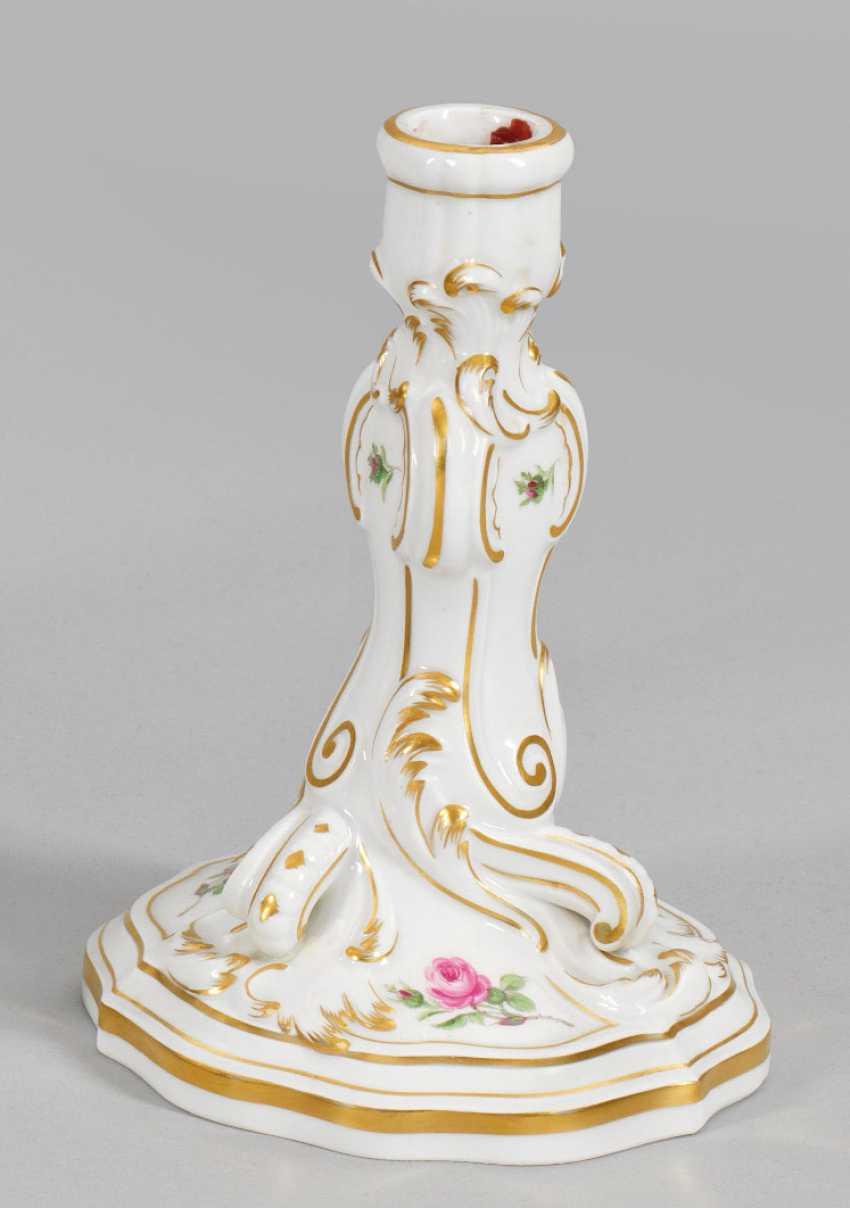 Стол подсвечник с цветочным декором - фото 1