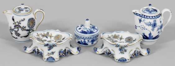 Collection of under glaze blue miniature vessels - photo 1
