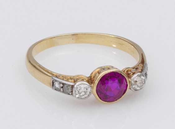 Молодежный стиль кольцо с камнем цвета розы и алмаз - фото 1