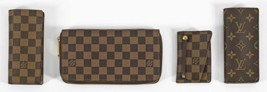 Свертки аксессуаров от Louis Vuitton - фото 1