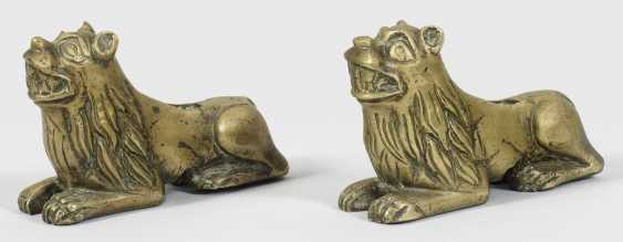 Pair of resting lions - photo 1