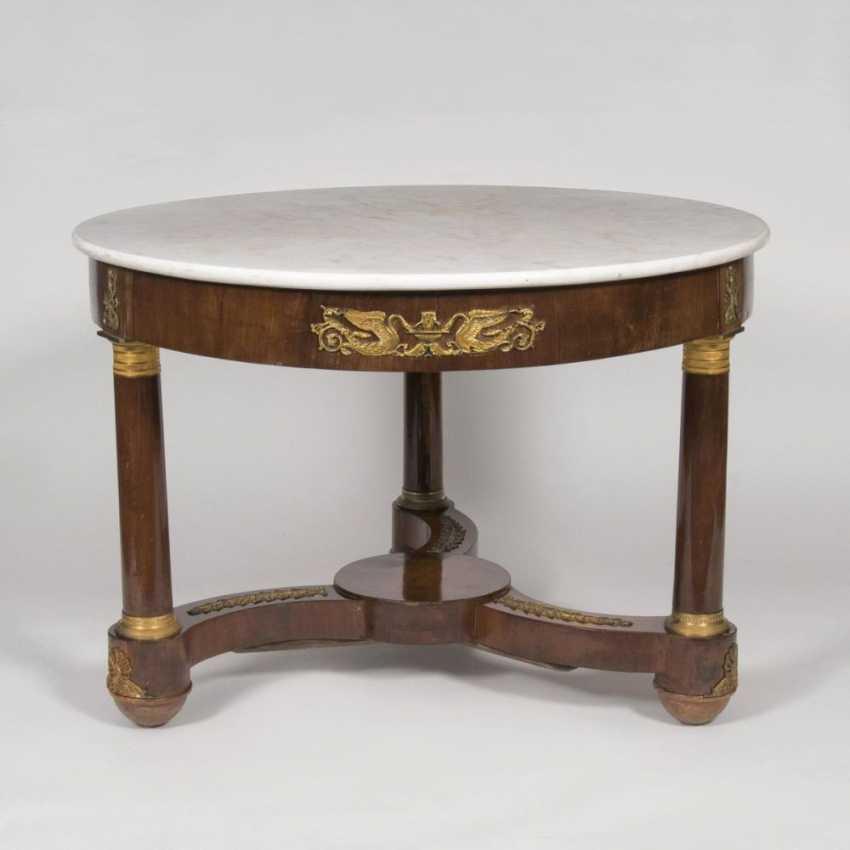 Круглый ампир-стол с бронзовыми аппликациями - фото 1