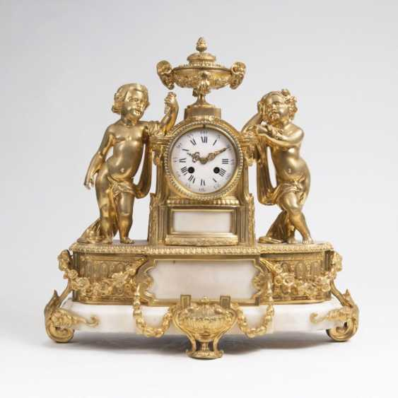 Napoleon III clock with figural Putto decor - photo 1