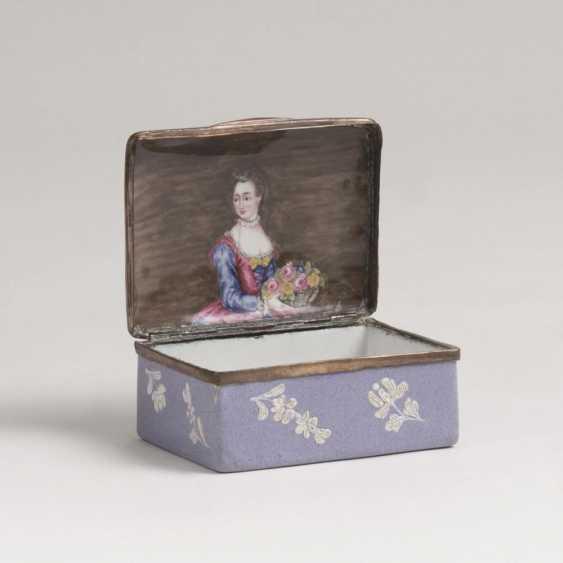 Эмаль-Tabatière цветами с мелким рельефом и Damenportät - фото 1