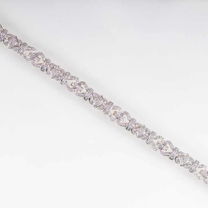 Тонкий бриллиантовый браслет в стиле АР-деко - фото 1