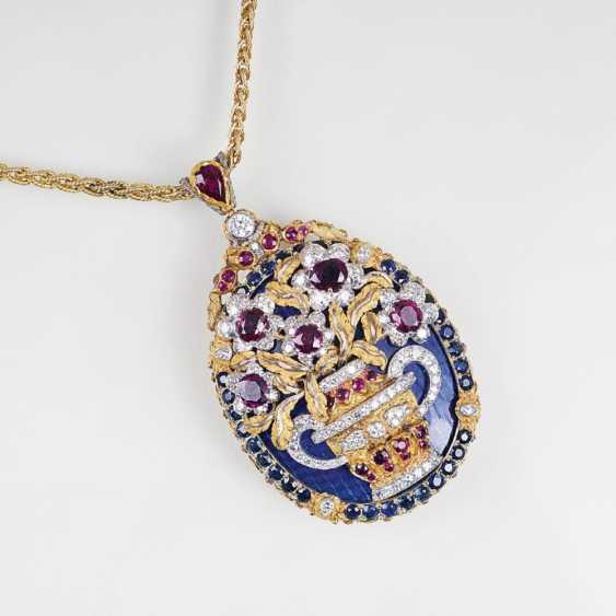 Исключительной винтажный кулон с бриллиантами, рубинами и сапфирами на цепочке - фото 1