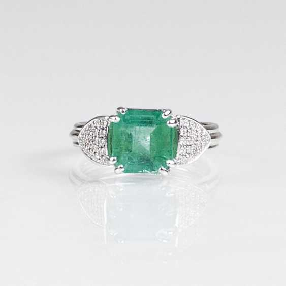Колумбийский изумруд кольцо с бриллиантами - фото 1