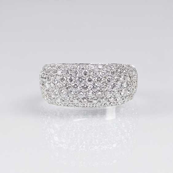 Группы кольцо с бриллиантовой отделкой - фото 1