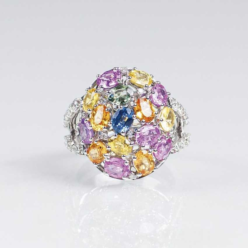 Камень кольцо с цветными сапфирами и бриллиантами - фото 1