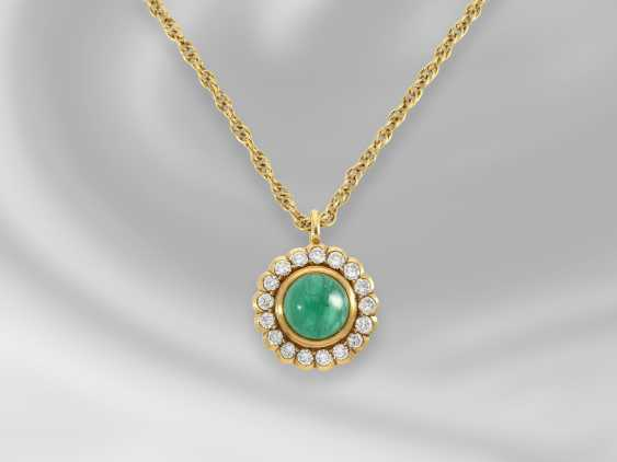 Chain/necklace: dainty vintage necklace chain with decorative emerald/diamond pendant, approx 2.2 ct - photo 1