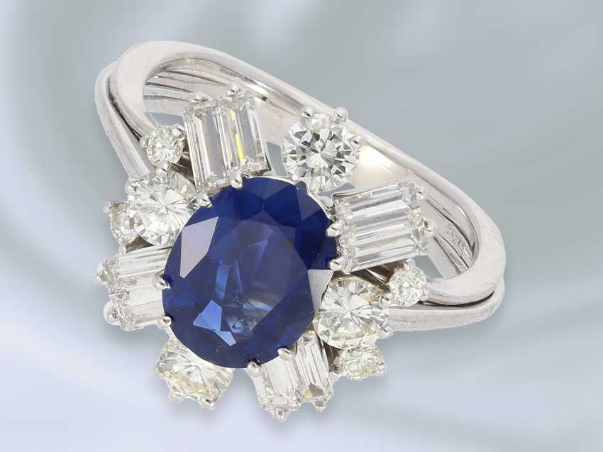 Ring: attractive and valuable vintage gold wrought ring with sapphire/diamond setting, hand made, 14K white gold - photo 1