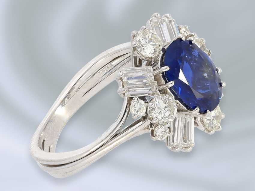 Ring: attractive and valuable vintage gold wrought ring with sapphire/diamond setting, hand made, 14K white gold - photo 2