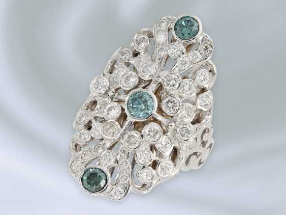 Ring: extremely attractive wrought gold ring with brilliant trim and blue diamonds, approx. 2,28 ct, 18K white gold - photo 1