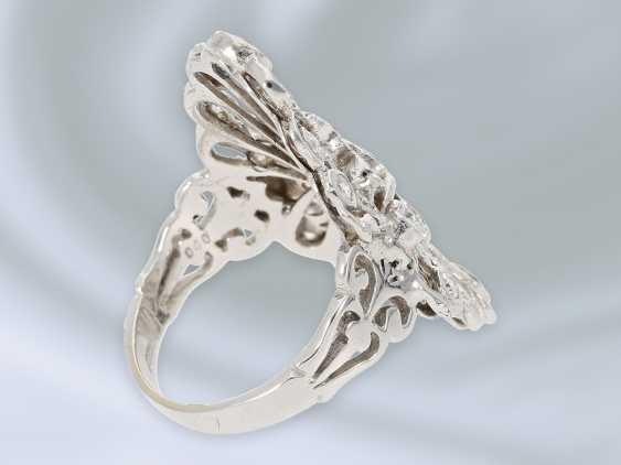 Ring: extremely attractive wrought gold ring with brilliant trim and blue diamonds, approx. 2,28 ct, 18K white gold - photo 2