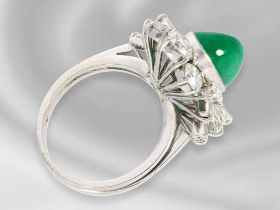 Ring: a decorative and very high quality gold ring with precious emerald and diamonds/diamonds of high quality, approx. 7,1 ct, the court jeweller Roesner forged - photo 2