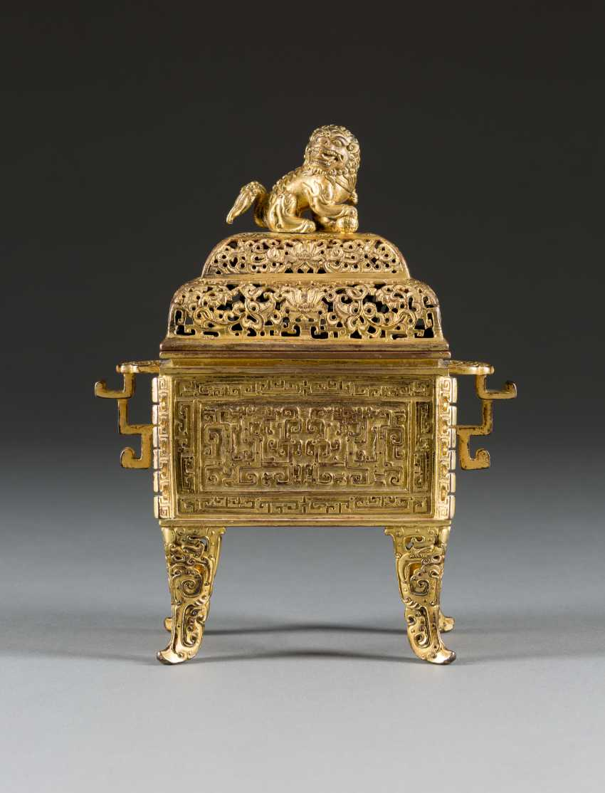 IMPERIAL INCENSE BURNER WITH BUDDHIST LIONS