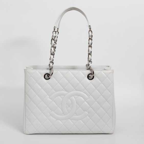 CHANEL exclusive shoulder bag
