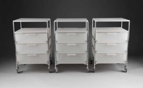 ANTONIO CITTERIO & GLEN OLIVER LÖW 1950 bzw. 1959 Meda, Italien bzw. Leverkusen  DREI 'MOBIL 4 CONTAINER MIT ROLLEN' (ENTWURF 1994) - photo 2