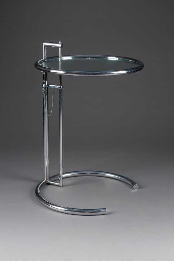 EILEEN GRAY 1878 Enniscorthy, Irland - 1976 Paris  'ADJUSTABLE TABLE E1027' (ENTWURF 1927) - photo 1