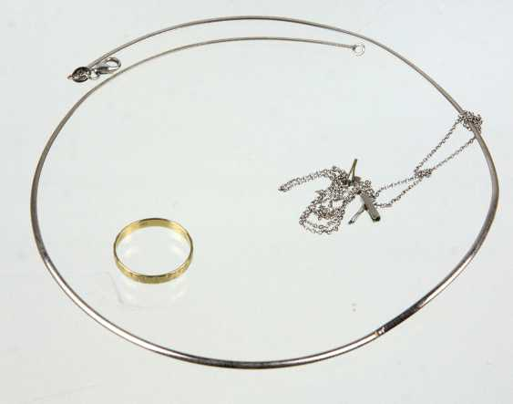 Snake chain, wedding ring, among other things, - photo 1