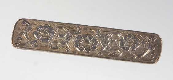 Silver brooch with engraving - photo 1