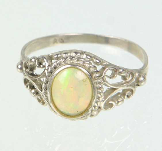 Ring with opal - photo 1