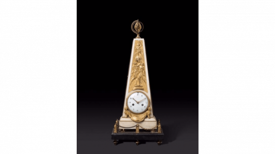Pendulum in the shape of a pyramid in white marble and gilded bronze - photo 1