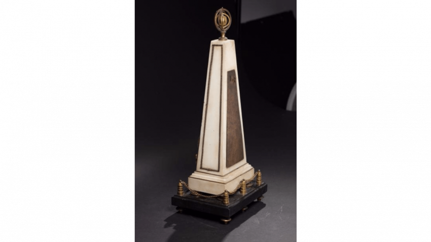 Pendulum in the shape of a pyramid in white marble and gilded bronze